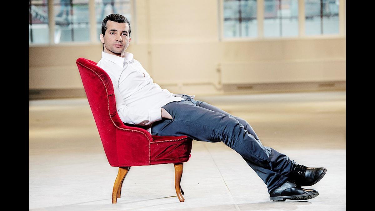 Arkan Asaad författare till romanen Blod rödare än rött