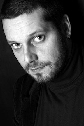 Författaren Aki Ollikainen