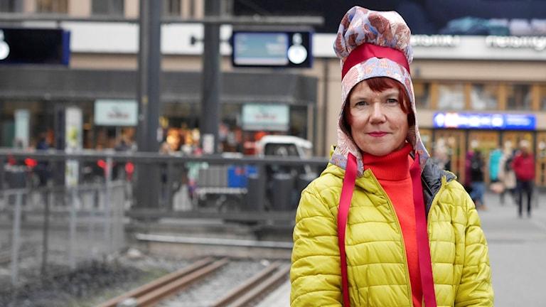 Författaren Rosa Liksom fotad på Helsingfors centralstation
