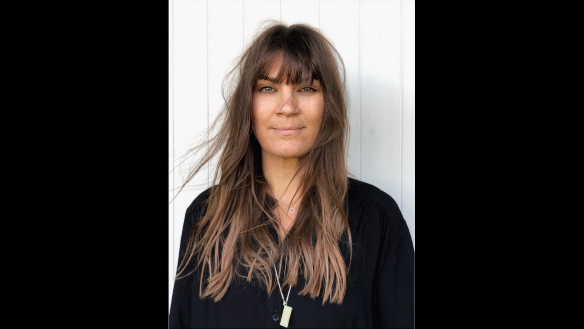 författaren Malin Wollin mot vit bakgrund