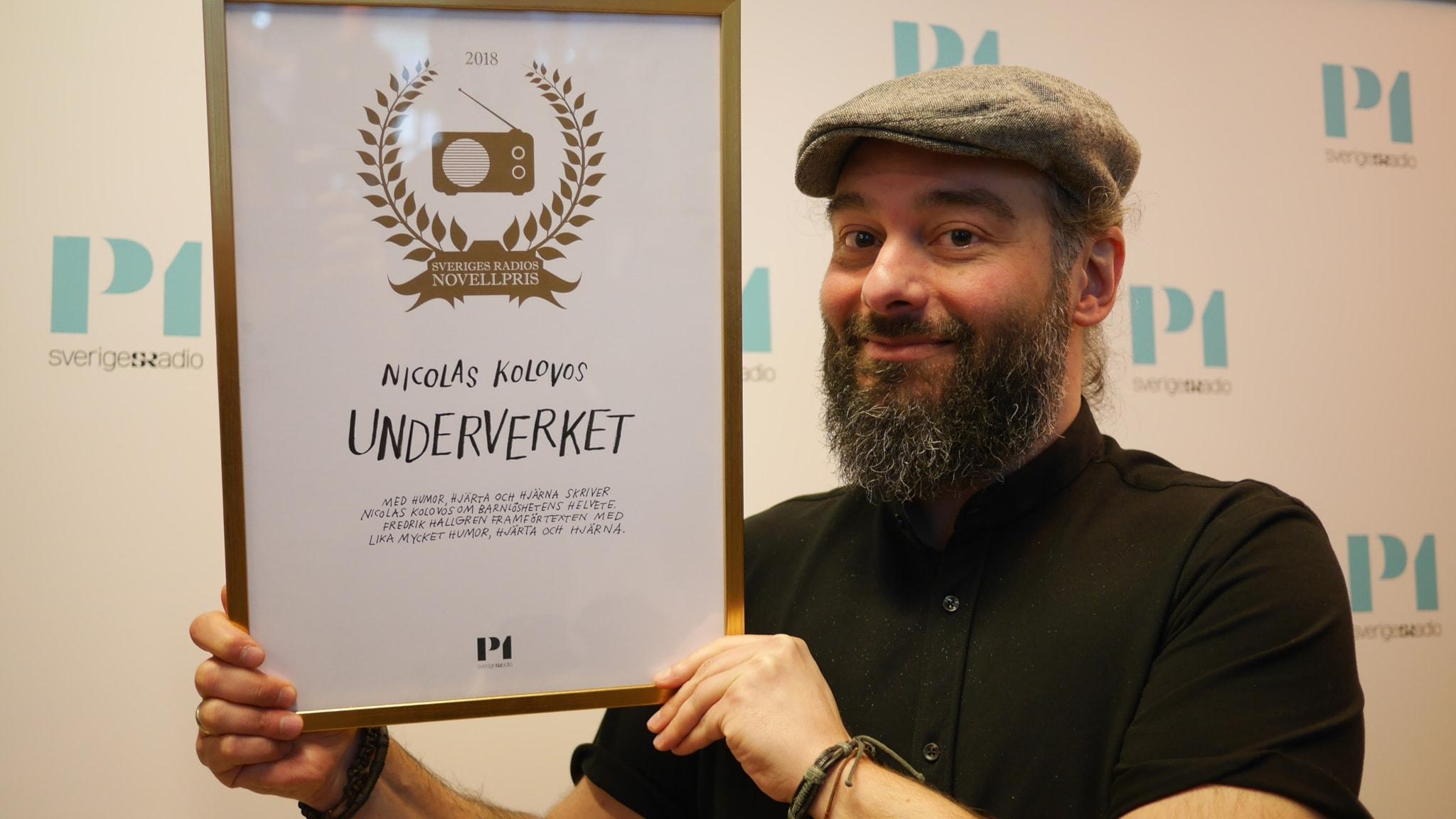 Underverket av Nicolas Kolovos i uppläsning av Fredrik Hallgren.  Vinnare av Sveriges Radios Novellpris 2018.