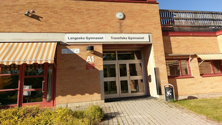 Langeska- samt Tranellska gymnasierna i Västerås.
