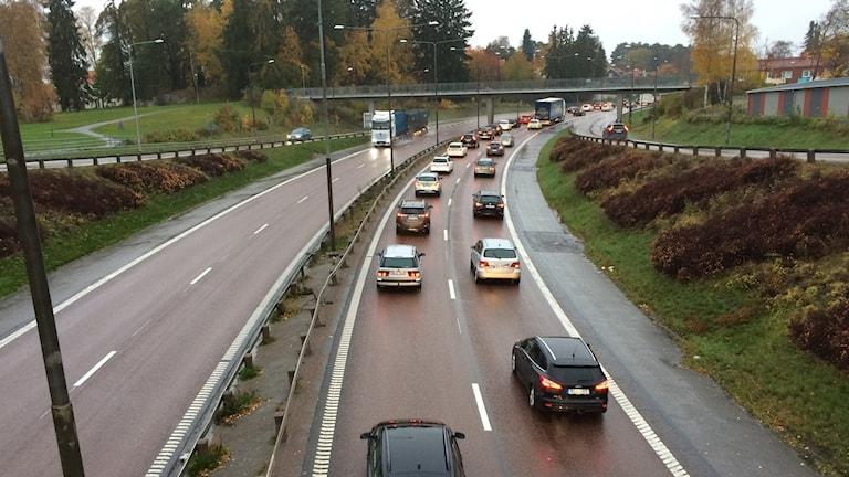Trafik på E18 genom Västerås.