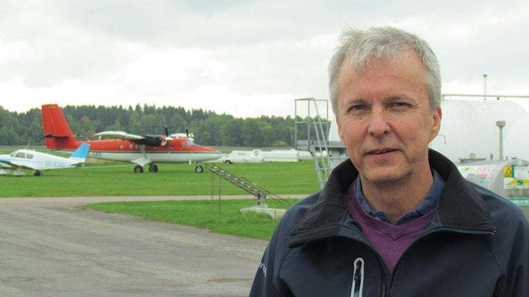 Mark van Gemst, som är sekreterare i fältkommittén vid Johannisbergs flygplats och även ordförande i Västerås ultralätt segelflygklubb.