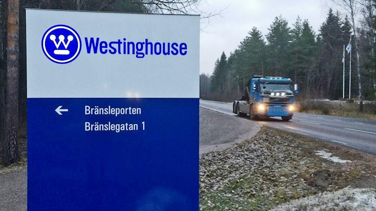 Skylt utanför Westinghouses bränslefabrik i Västerås.