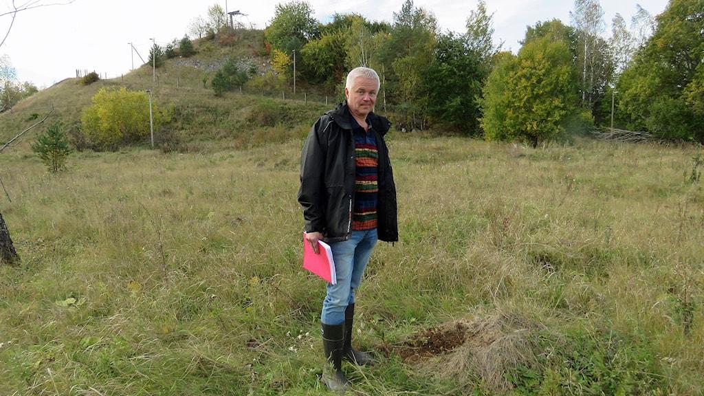 Miljöinspektör Thomas Norrman på syratippen Lyckan i Hallstahammar.
