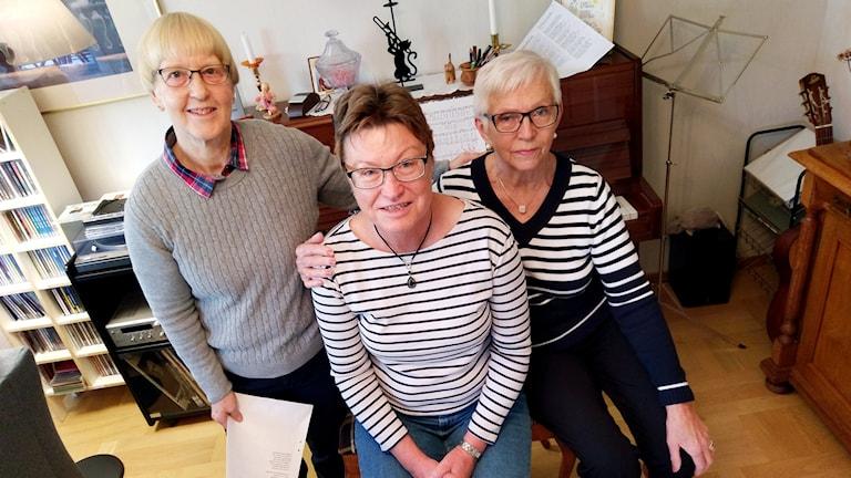 Tre av medlemmarna i Västeråskören Aros Ladies.