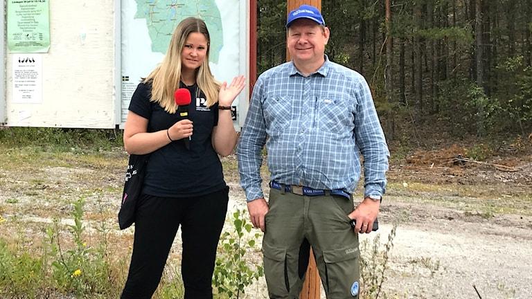 Kelu Rothoff och Lars Mattsson vid Gunnilbokorset.