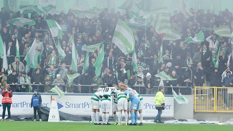 VSK Fotboll framför klacken