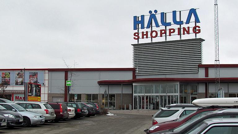 Hälla shopping. Foto: Patrik Åström/SR.
