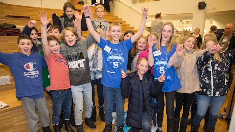 Amanda Skeppstedt och Lucas Axberg från Hagabergskolan klass 5  vann andra kvartsfinalen .