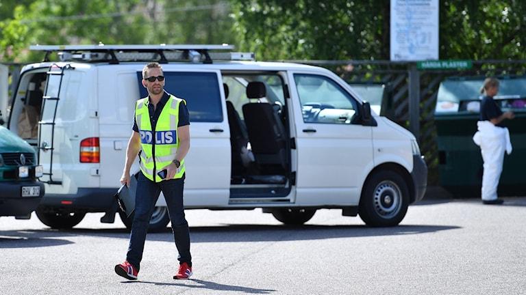 Den anhållne mannen kände kvinnan som mördades i Surahammar.