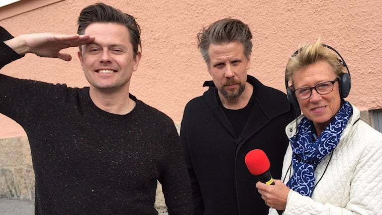 Filip och Fredik tillsammans med reporter Anna Hötzel som gärna ville ha en statistroll.