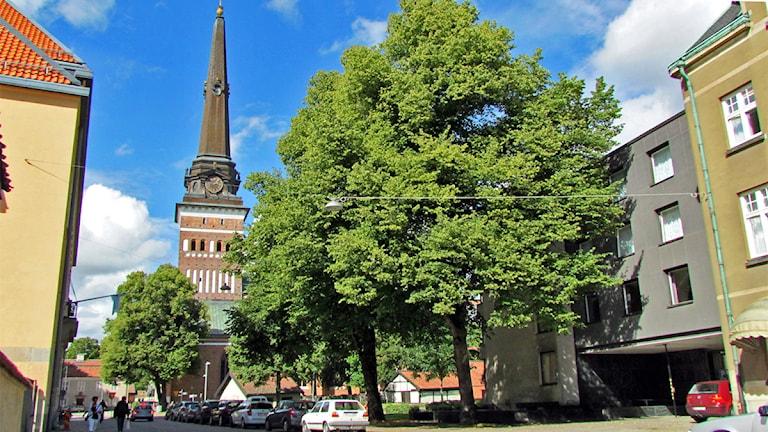 Västerås Domkyrka sett från Västra Kyrkogatan. Foto: Samira Jonsson/Sveriges Radio.