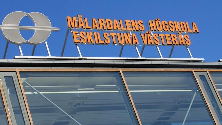 Logga Mälardalens Högskola, MDH. Foto: Kennet Lindquist/Sveriges Radio.