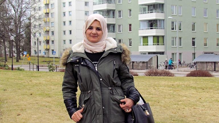 Abir Alhalabi och hennes två barn tvingas flytta runt i Västmanland.