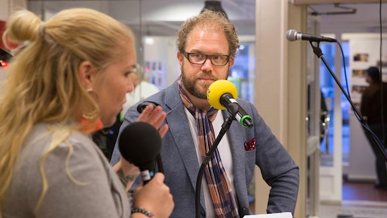 Dan Linder och Jonna Noblin samtalar under Kulturnatten.