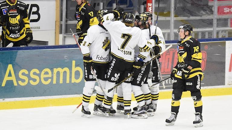 AIK jublar efter mål mot VIK