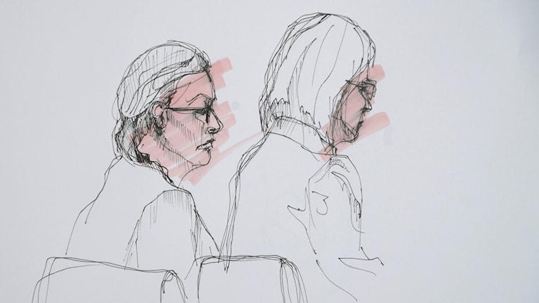 42-åringen och hennes försvarsadvokat Amanda Hikes.