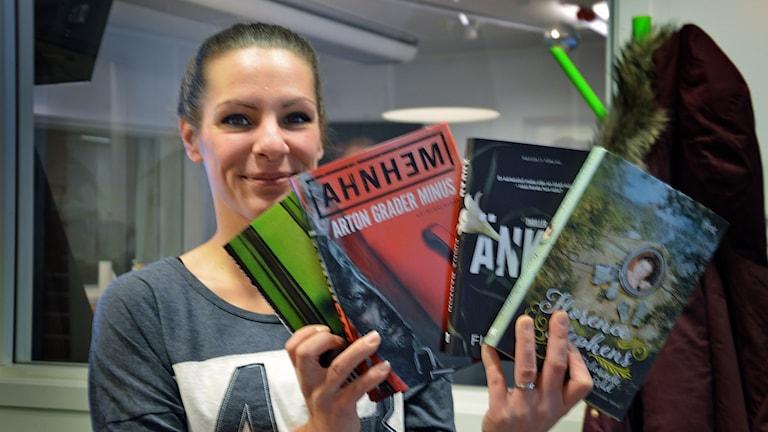 Bokexperten Emelie Lind tipsar om böcker.