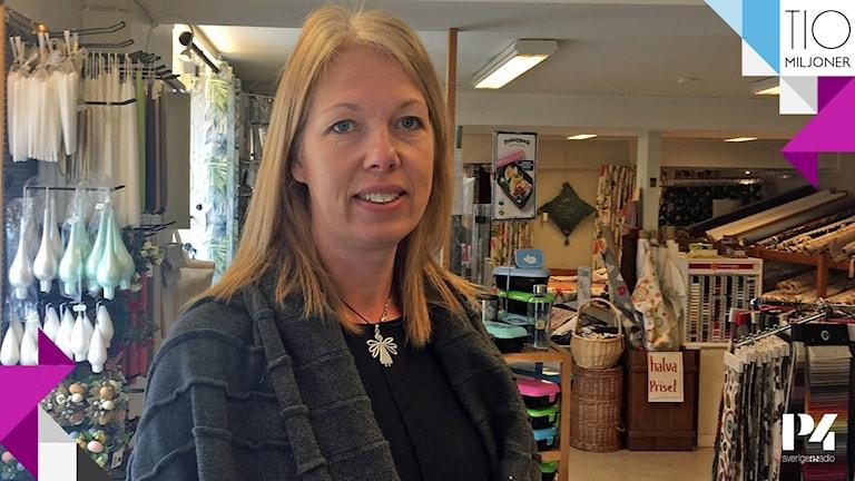 Helen Pilerud driver en gardinaffär i Arboga.