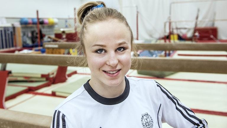 Jonna Adlerteg i gymnastiksal.