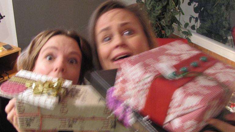 Lotta och Cecilia drunknar i julklappar!