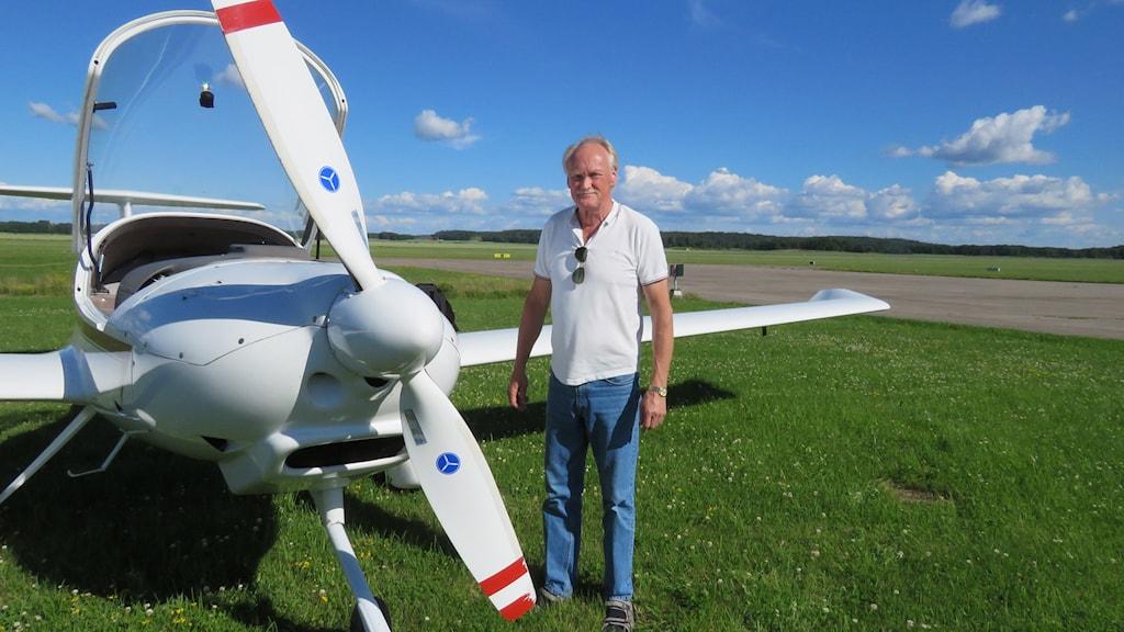 Allan Alhfors är en av piloterna som patrullerar med Brandflyget i Västerås.