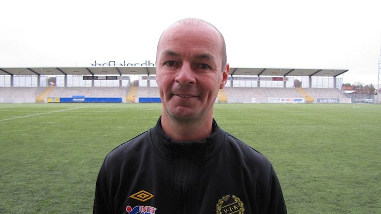 Leif Berg tar över som huvudtränare i VSK Fotboll. Arkivfoto: Hans Sjöström/Sveriges Radio.