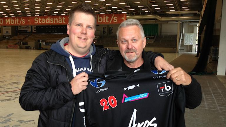 """Tobias """"Zocke"""" Johnsson, klubbchef i Tillberga Bandy och Stig Tibblin, ordförande i Tillberga Bandy"""