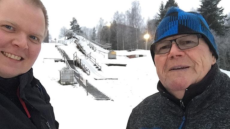 Mattias Rensmo och Seppo Reijonen vid hoppbacke.