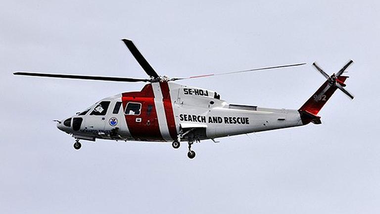 Sjöräddningshelikopter har används i sökandet. Arkivbild.