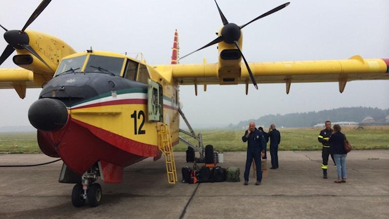Italienskt vattenbombplan som hjälpte till i samband med skogsbranden 2014.