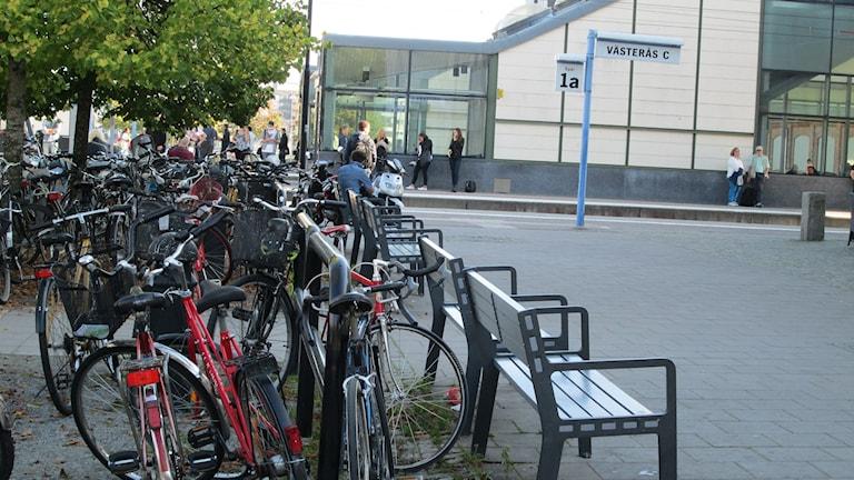 Många väljer att ställa sin cykel vid Centralstationen i Västerås