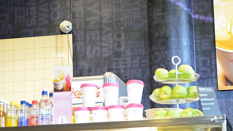 Övervakningskamera på café. Foto: Eva Kleppe/Sveriges Radio.