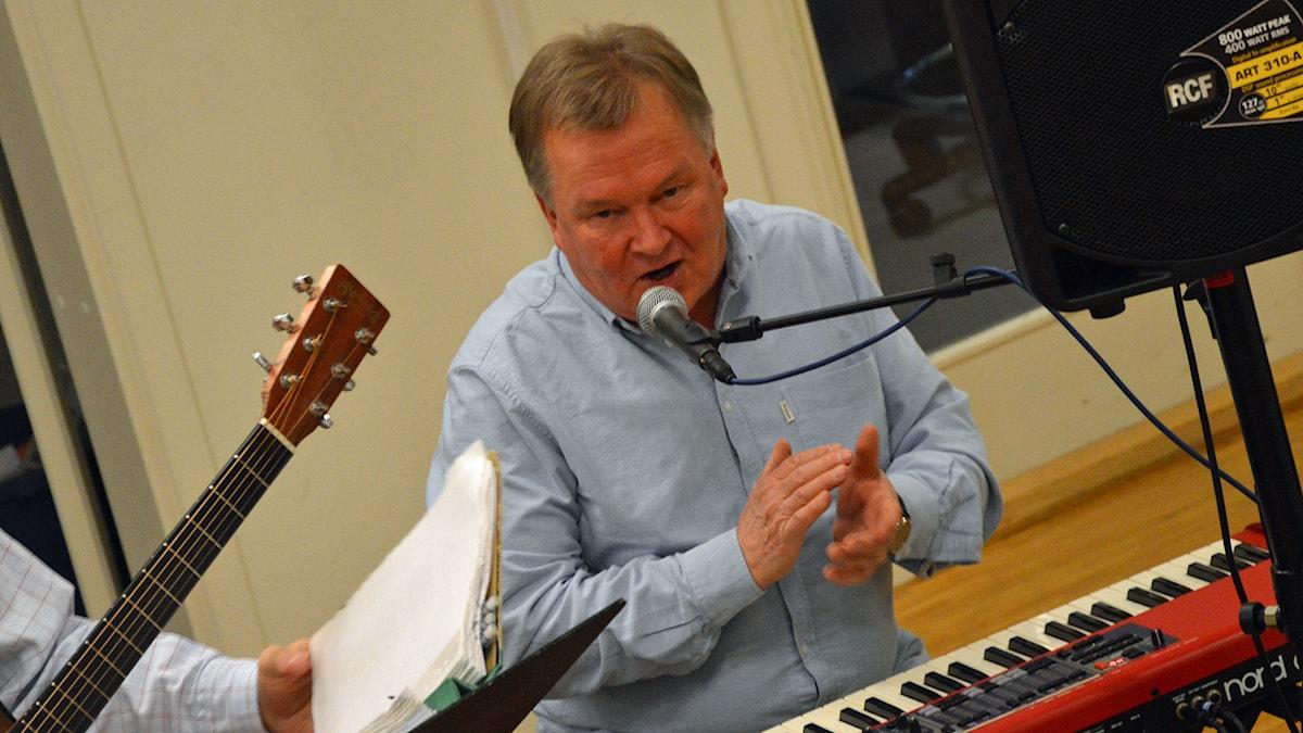 Martti Mårtens i Ackes poporkester. Foto: Monica Elfström/Sveriges Radio.
