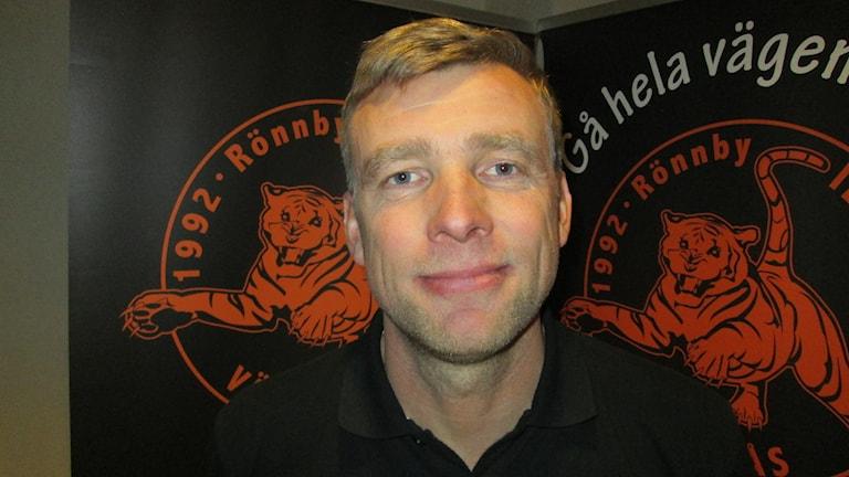 Pelle Alvin tränare Rönnby IBK. Foto: Hans Sjöström/Sveriges Radio