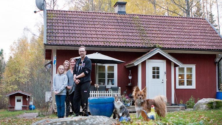 Familjen Berglunds dröm blev verklighet. De flyttade från Stockholm till Möklinta. Foto: Pia Lindhe Rudolf/Pila Media.
