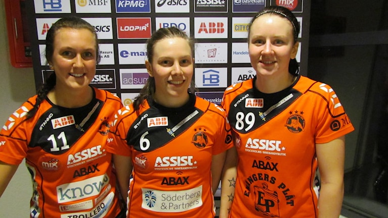 Madelene Backlund, Åsa Tjusberg och Evelina Rösnäs Rönnby IBK. Foto: Hans Sjöström/Sveriges Radio