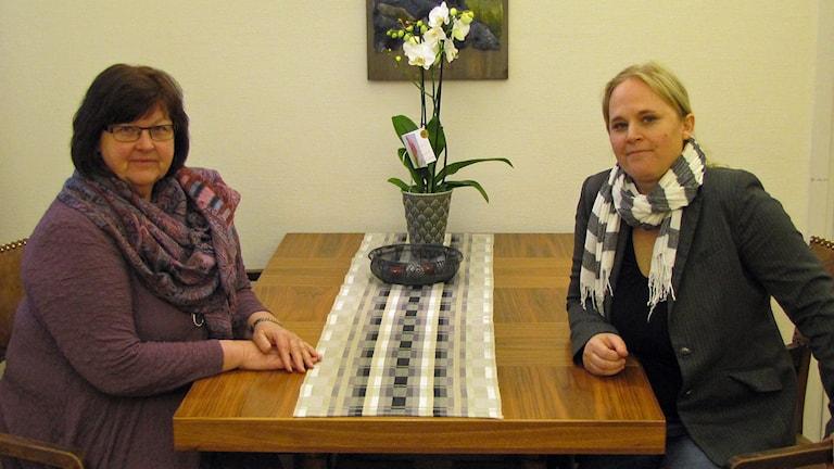 Kommunalråd Carola Gunnarsson (C) och Hanna Westman, Salas Bästa. Foto: Monica Elfström/Sveriges Radio.