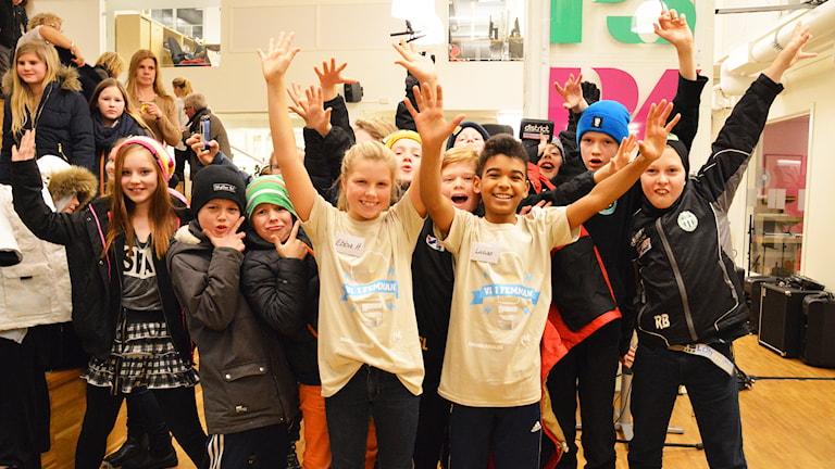 Irstaskolan 5 C firar segern. Foto: Eva Kleppe/Sveriges Radio.