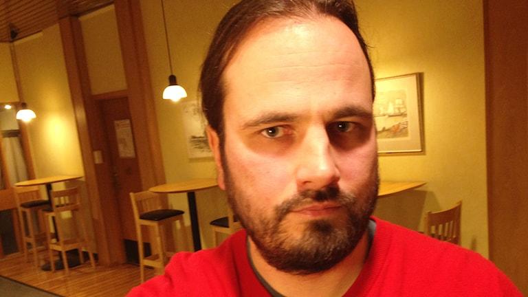 Markus Nyberg som bor i Blixbo, norr om Odensvi, och är engagerad i vindkraftsfrågan i Köpings kommun. Foto: Kennet Lindquist.