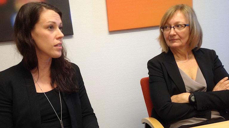 Josefin Forssell och Katarina Hogfeldt Forsberg på Mälarenergi i Västerås. Foto: Kennet Lindquist/SR.