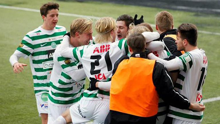 VSK Fotboll jublar. Foto: Tobias Barkskog/vskfotboll.nu