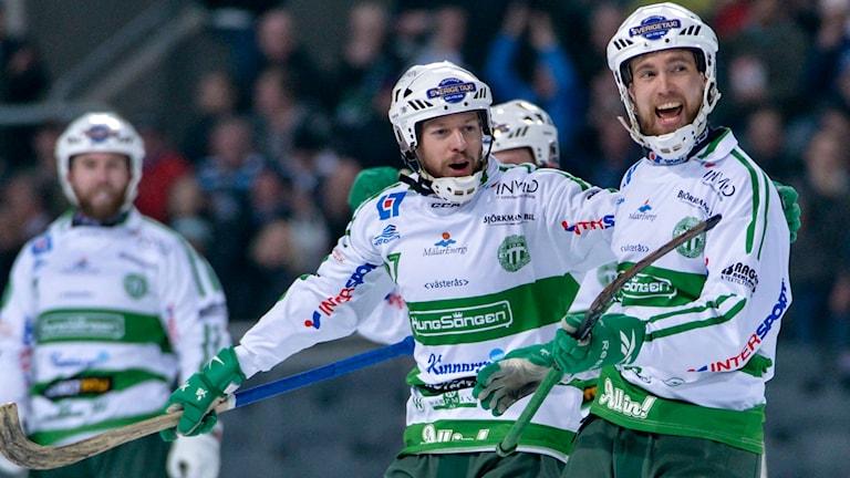 VSK-jubel efter 4-1 målet av Jonas Nilsson under SM-finalen i bandy mellan Sandvikens AIK BK och Västerås SK. Foto: Marcus Ericsson/TT.