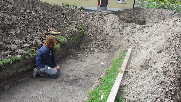 Emma Sjöling är en av arkeologerna i Tortuna. Foto: Erika Mårtensson/SR