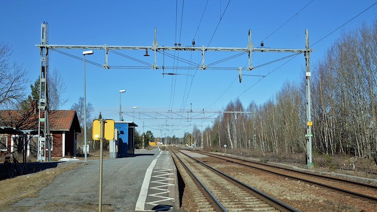 Järnvägen och perrongen i Ransta. Foto: Monica Elfström/Sveriges Radio.