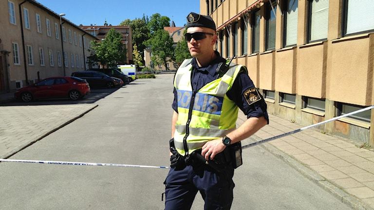 Avspärrning vid polishuset. Foto: Kennet Lindquist/Sveriges Radio.