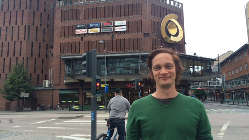 "Niklas Ulfvenbrand leder stadsvandringen ""Fula hus"""
