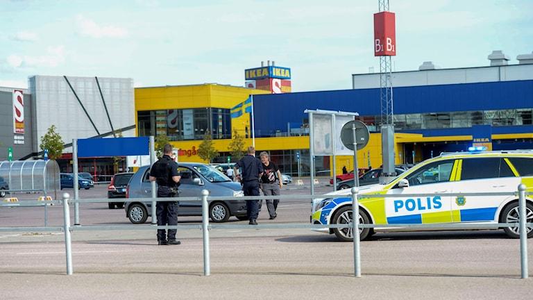 Avspärrningar efter morden inne på Ikea. Foto: Fredrik Sandberg/TT.